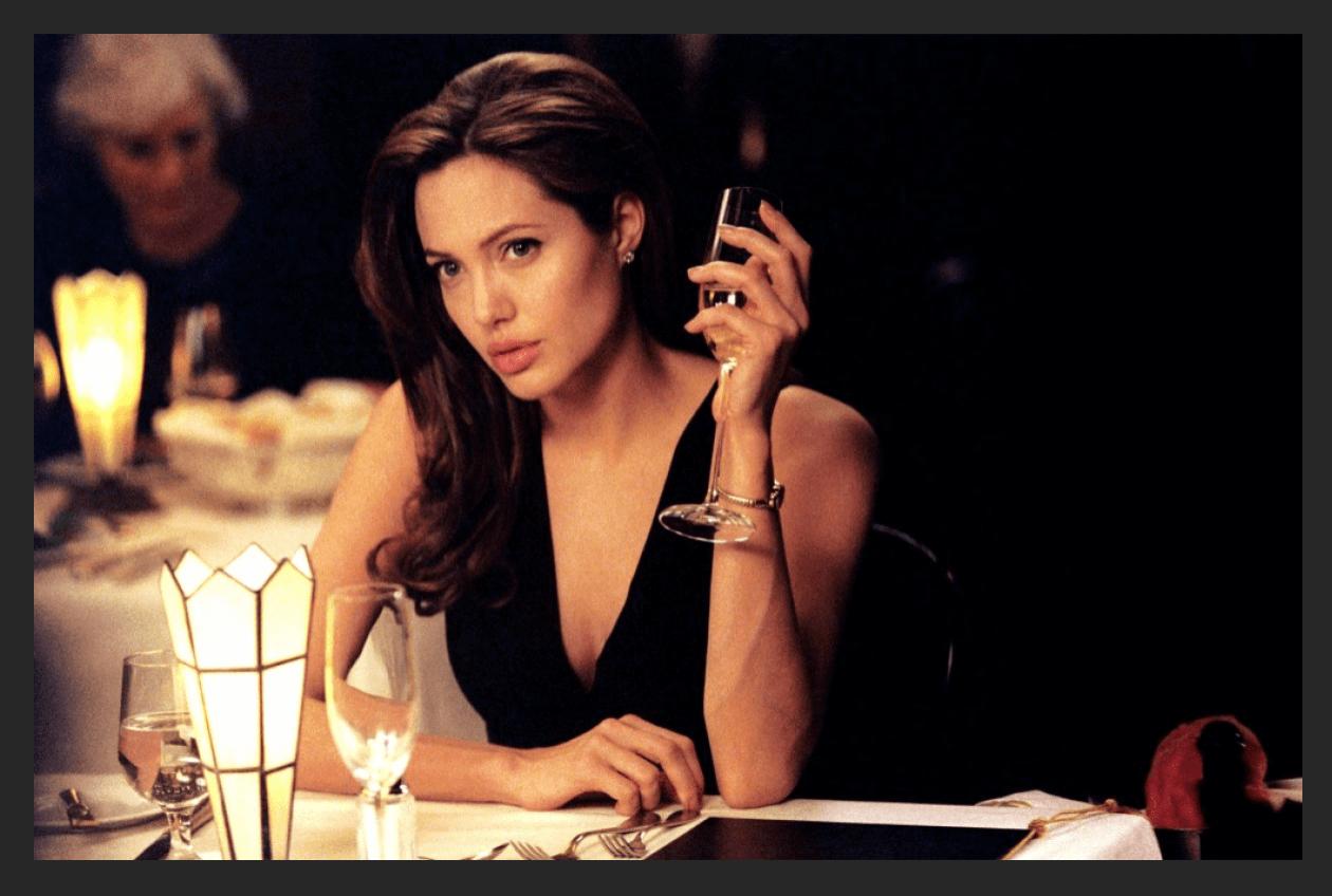 Анджелина Джоли: тонирование фотографии в Фотошопе через карту градиента